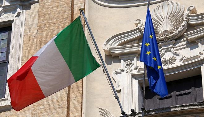 bandiera italiana e bandiera europea